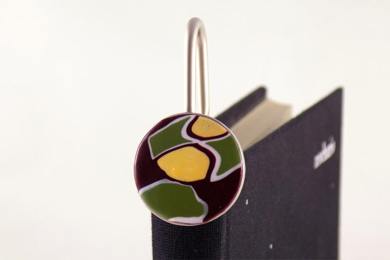 detalle 1 marcapáginas oliva